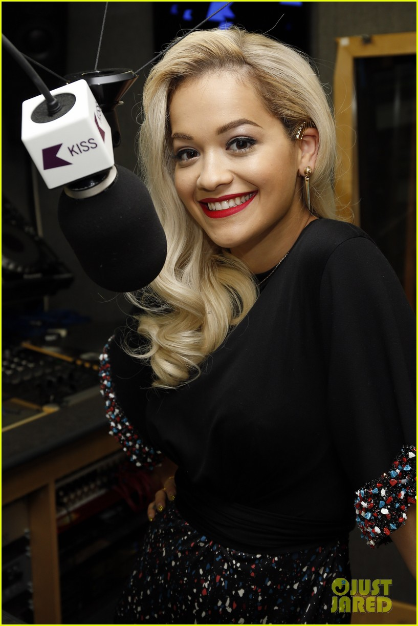 rita ora celebrates no 1 single topless 063112898