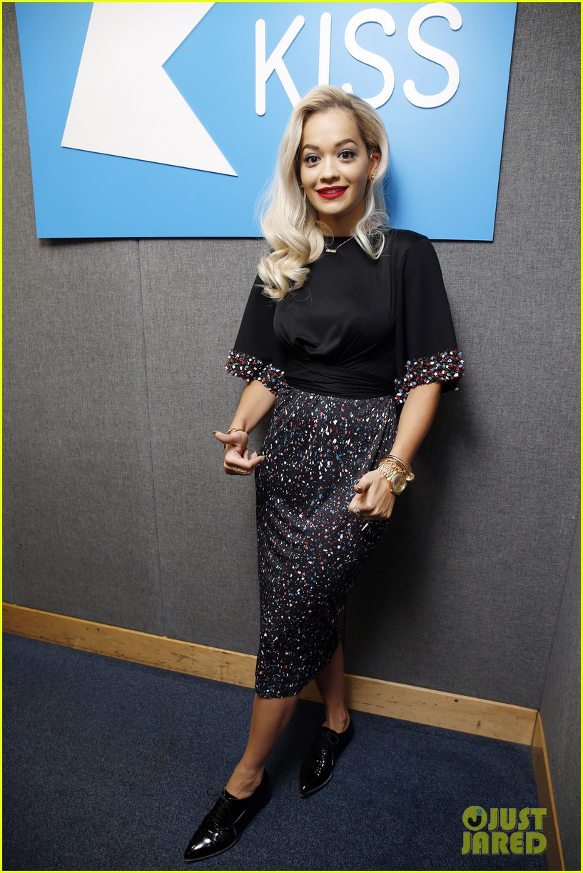 rita ora celebrates no 1 single topless 153112907