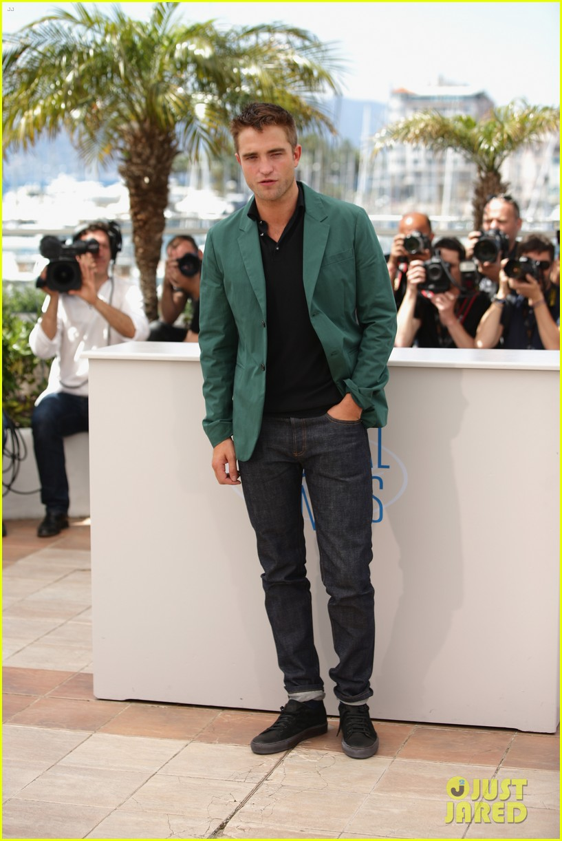 robert pattinson the rover photo call cannes 043116171