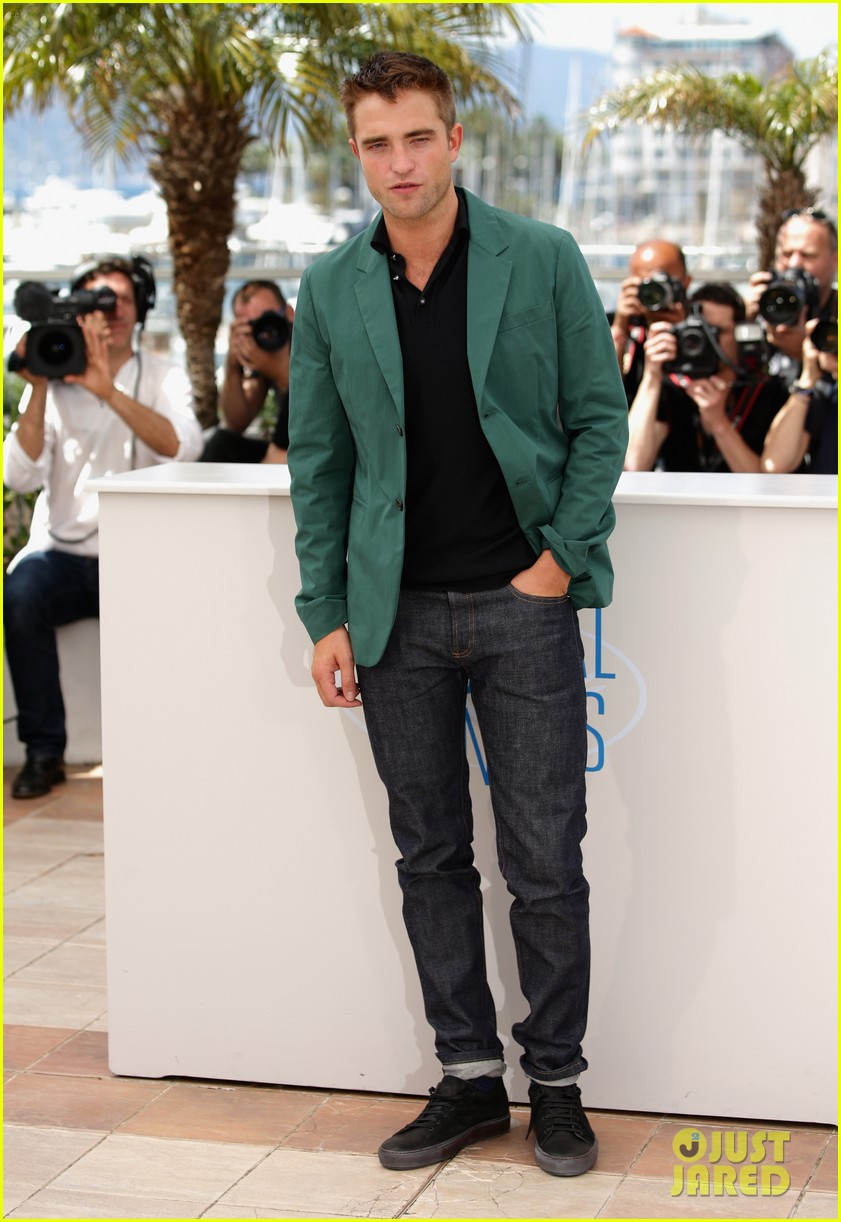 robert pattinson the rover photo call cannes 13