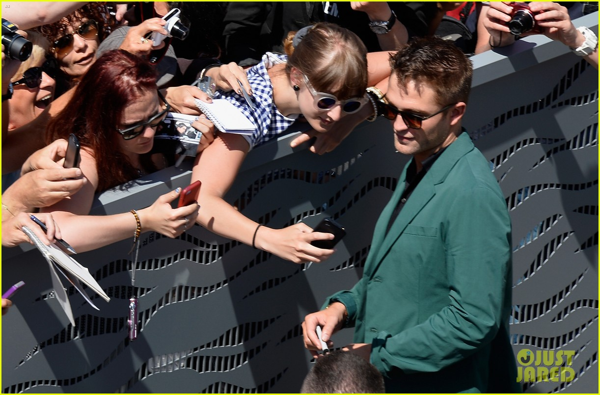 robert pattinson the rover photo call cannes 15