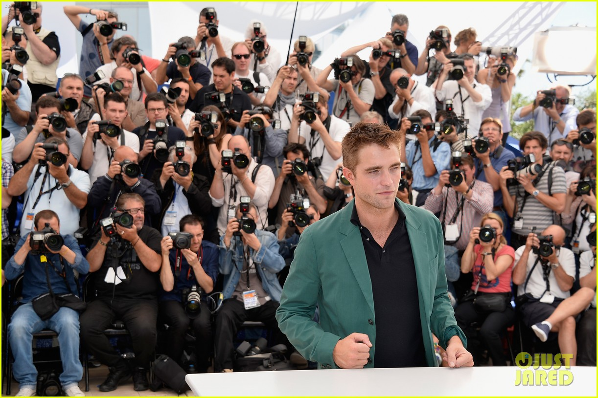 robert pattinson the rover photo call cannes 163116183