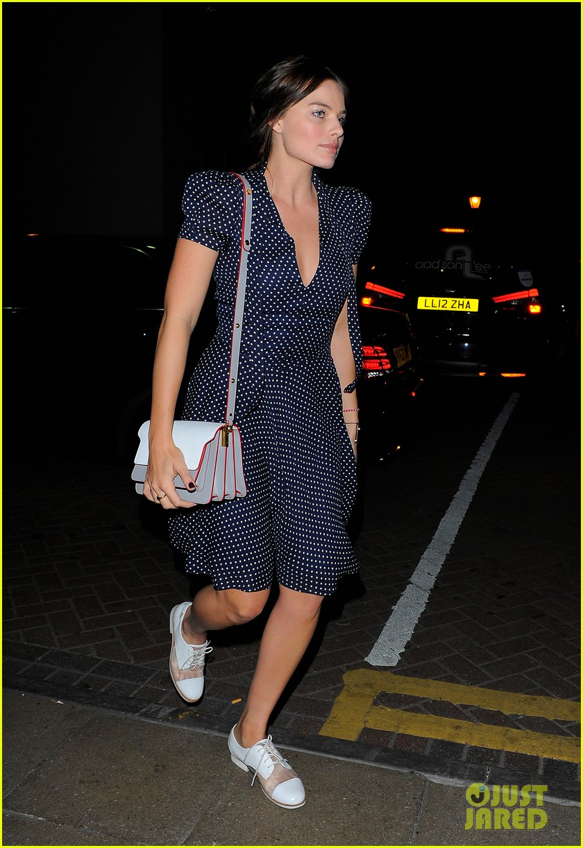 margot robbie pairs her polka dot dress with cute lace up shoes 013114989