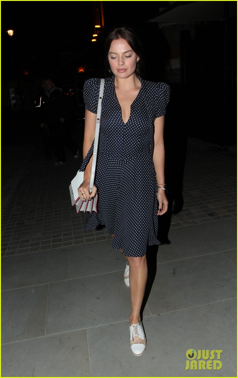 margot robbie pairs her polka dot dress with cute lace up shoes 043114992