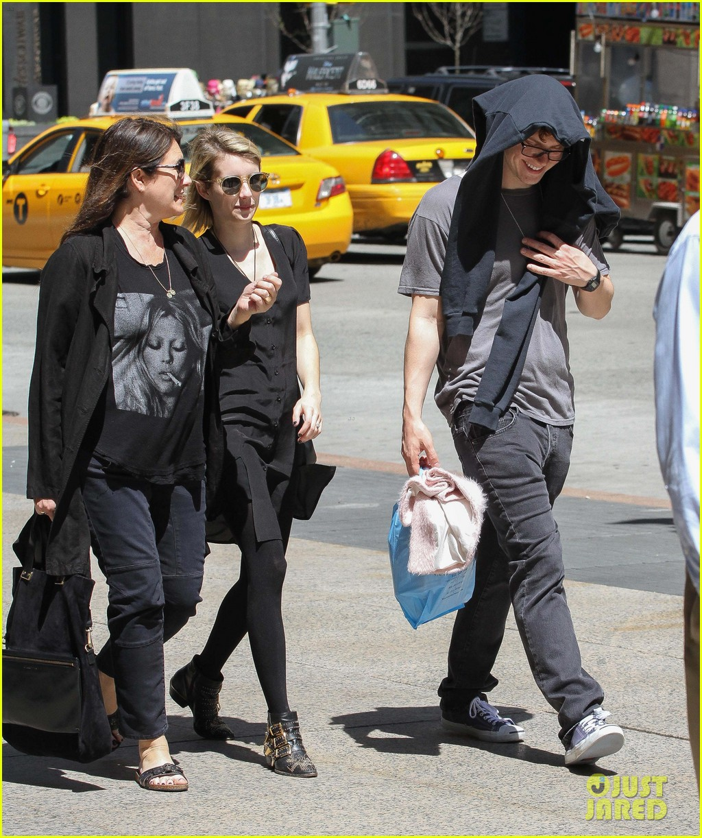 emma roberts saw palo alto co star james franco broadway play 013111312