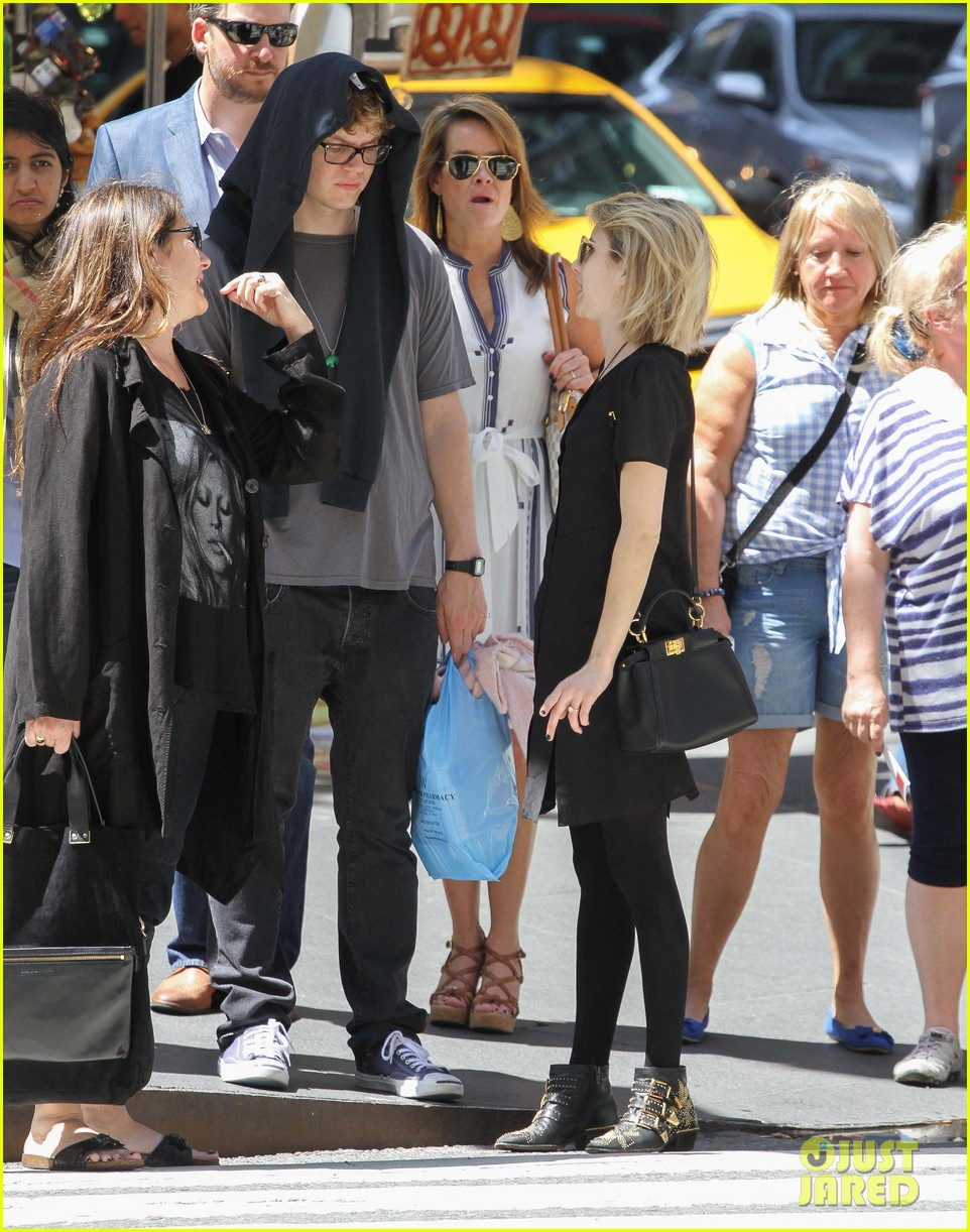 emma roberts saw palo alto co star james franco broadway play 093111320