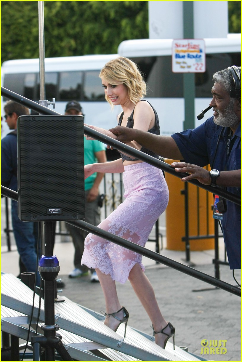 emma roberts getting pulled over by cop 133107679