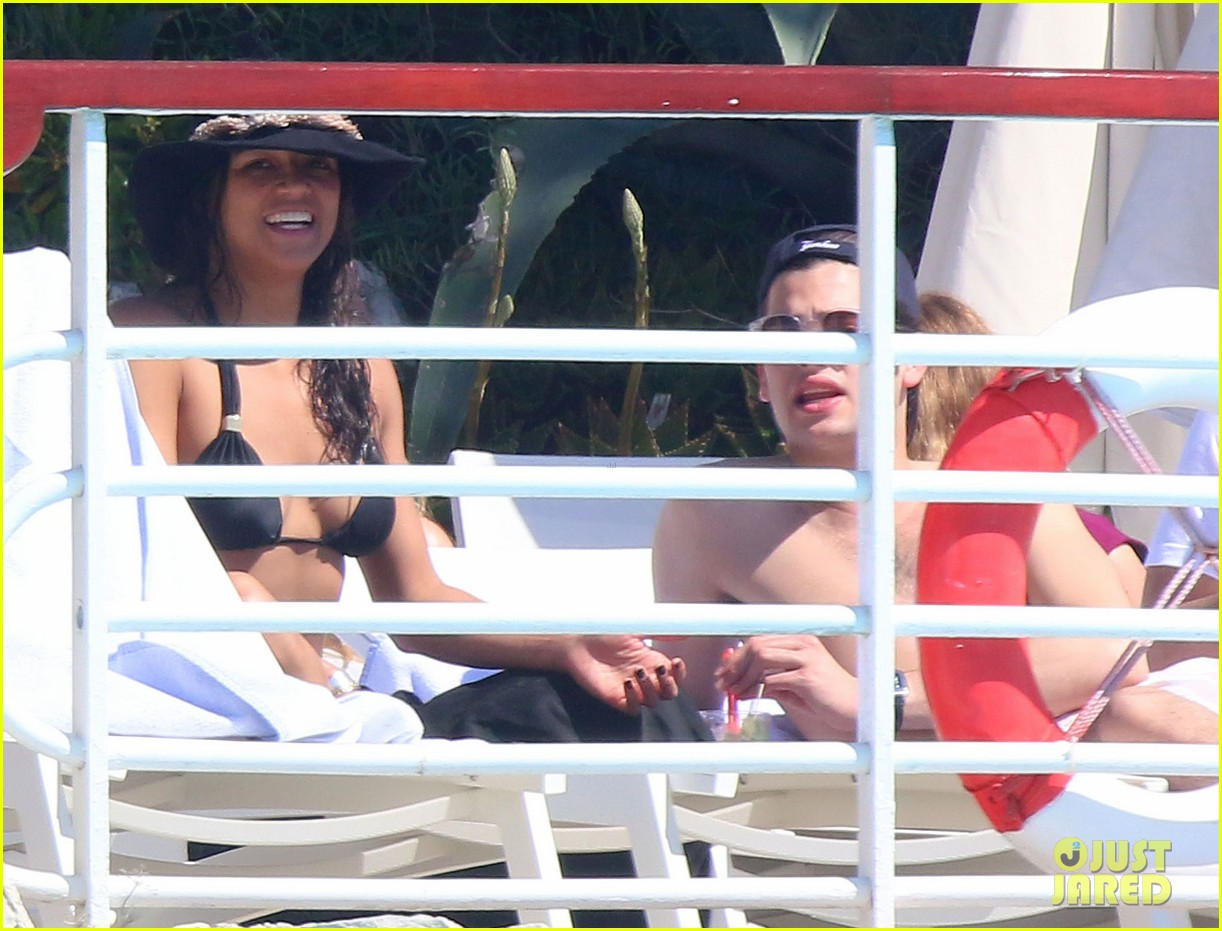 michelle rodriguez bikini poolside in cannes 29