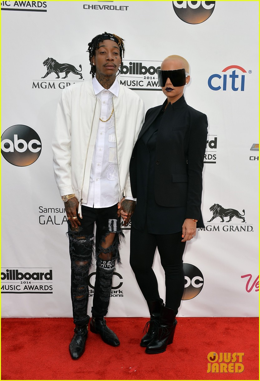 amber rose wears huge sunglasses at billboard music awards 2014 with wiz khalifa 01