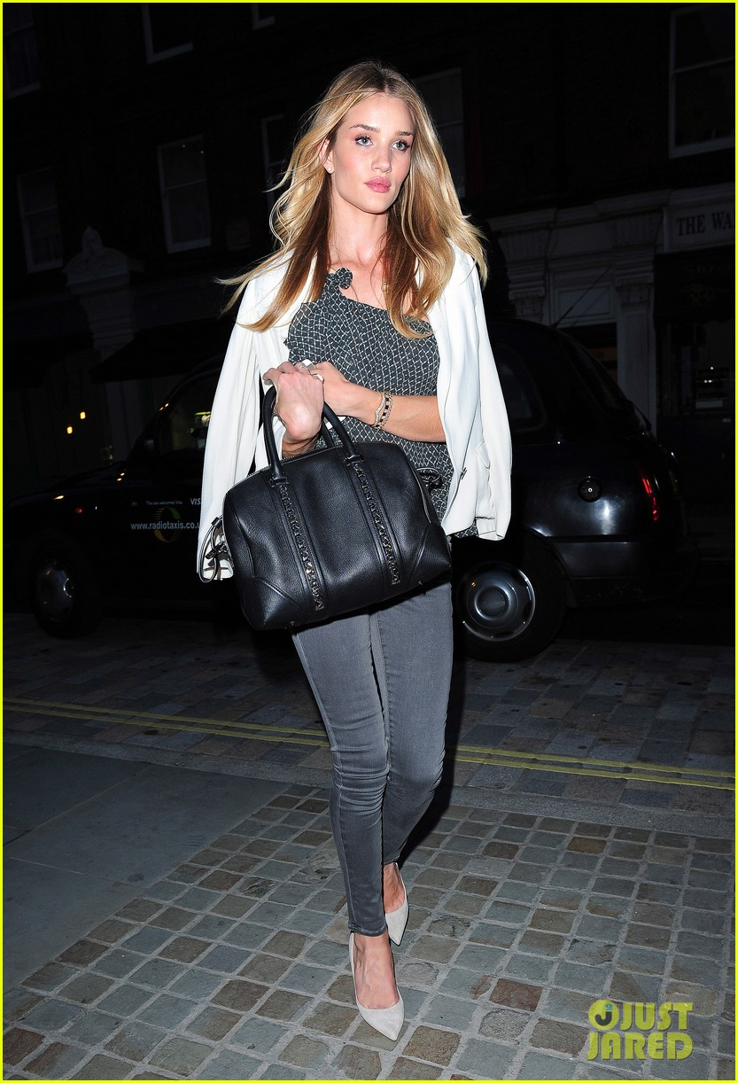 rosie huntington whiteley suki waterhouse chiltern firehouse 01