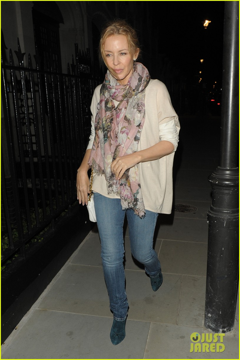 rosie huntington whiteley suki waterhouse chiltern firehouse 14