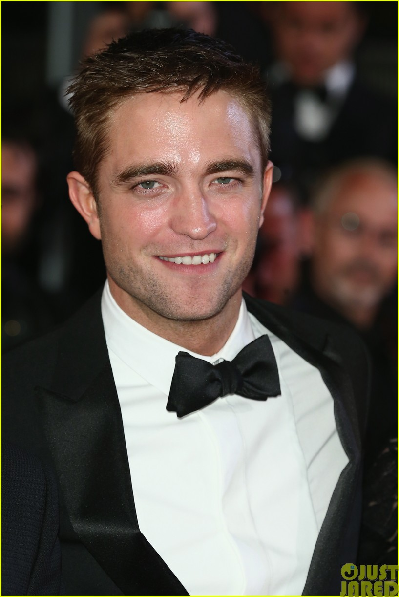 robert pattinson dons a dapper suit for the rover cannes premiere013116644