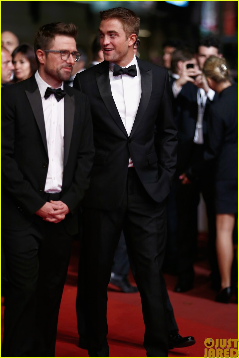robert pattinson dons a dapper suit for the rover cannes premiere06
