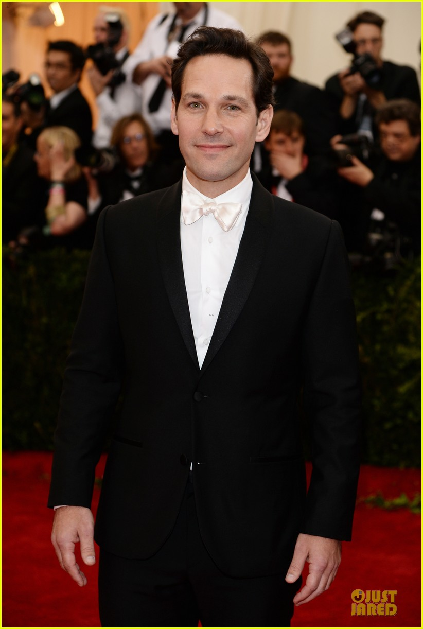 paul rudd happy tuxedo met ball 2014 033106614