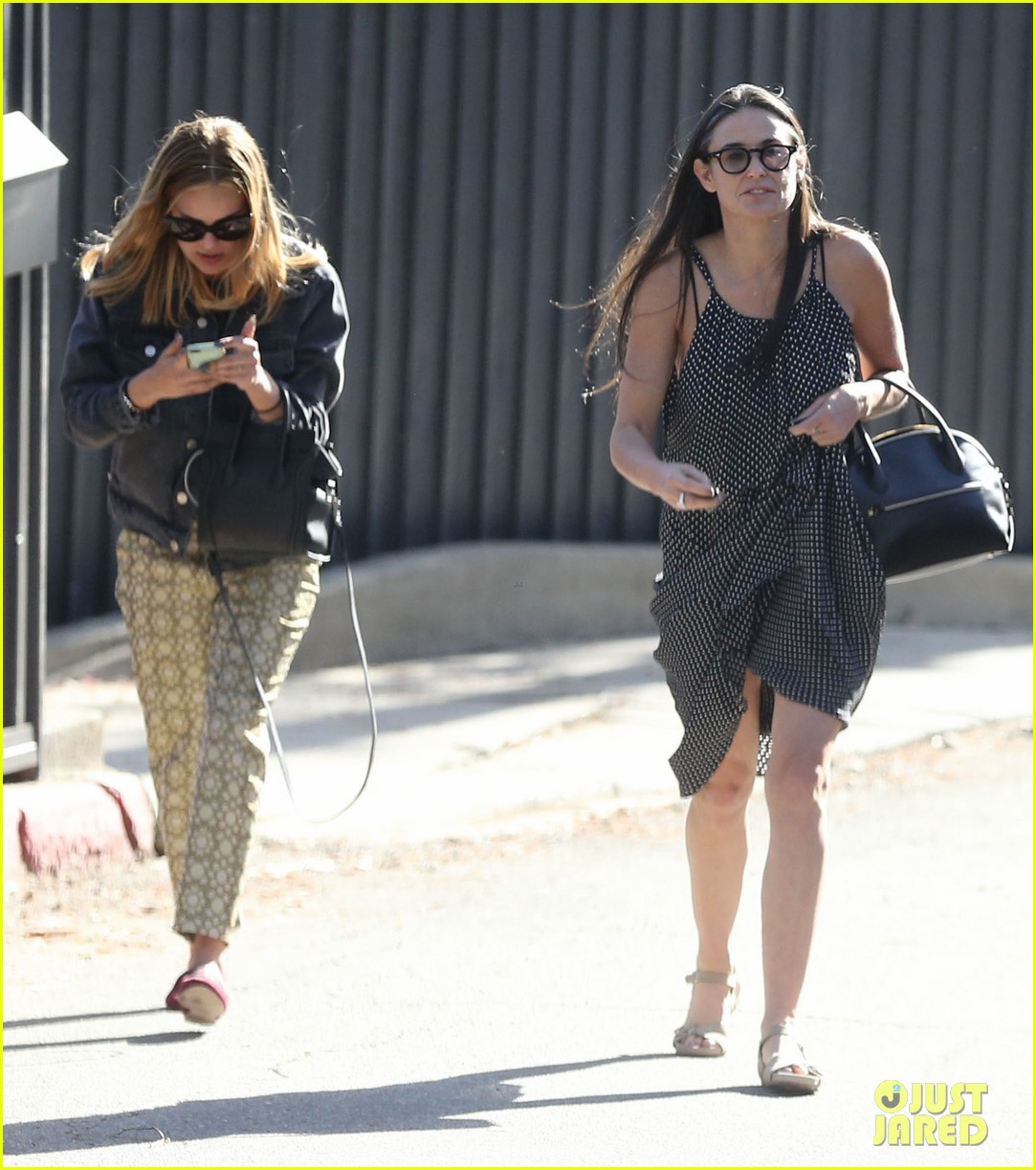 rumer tallulah willis celebrate mothers day with mom demi moore 073111306
