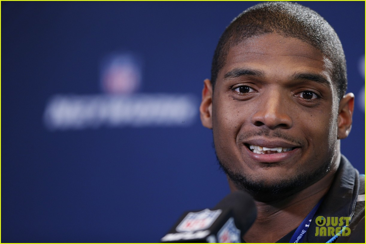 michael sam drafted first openly gay nfl player 083110297