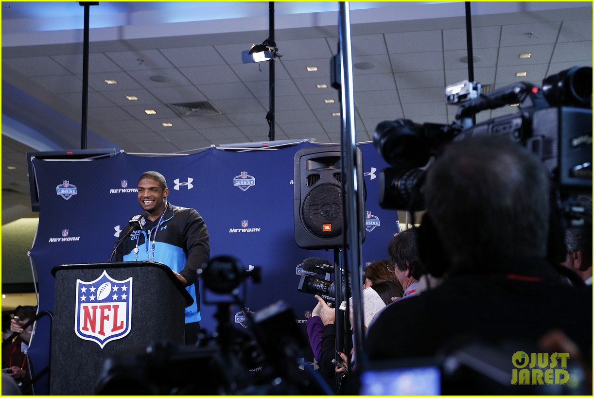 michael sam drafted first openly gay nfl player 093110298