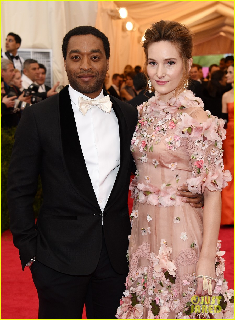 chiwetel ejiofor sari mercer 2014 met ball red carpet 013105979