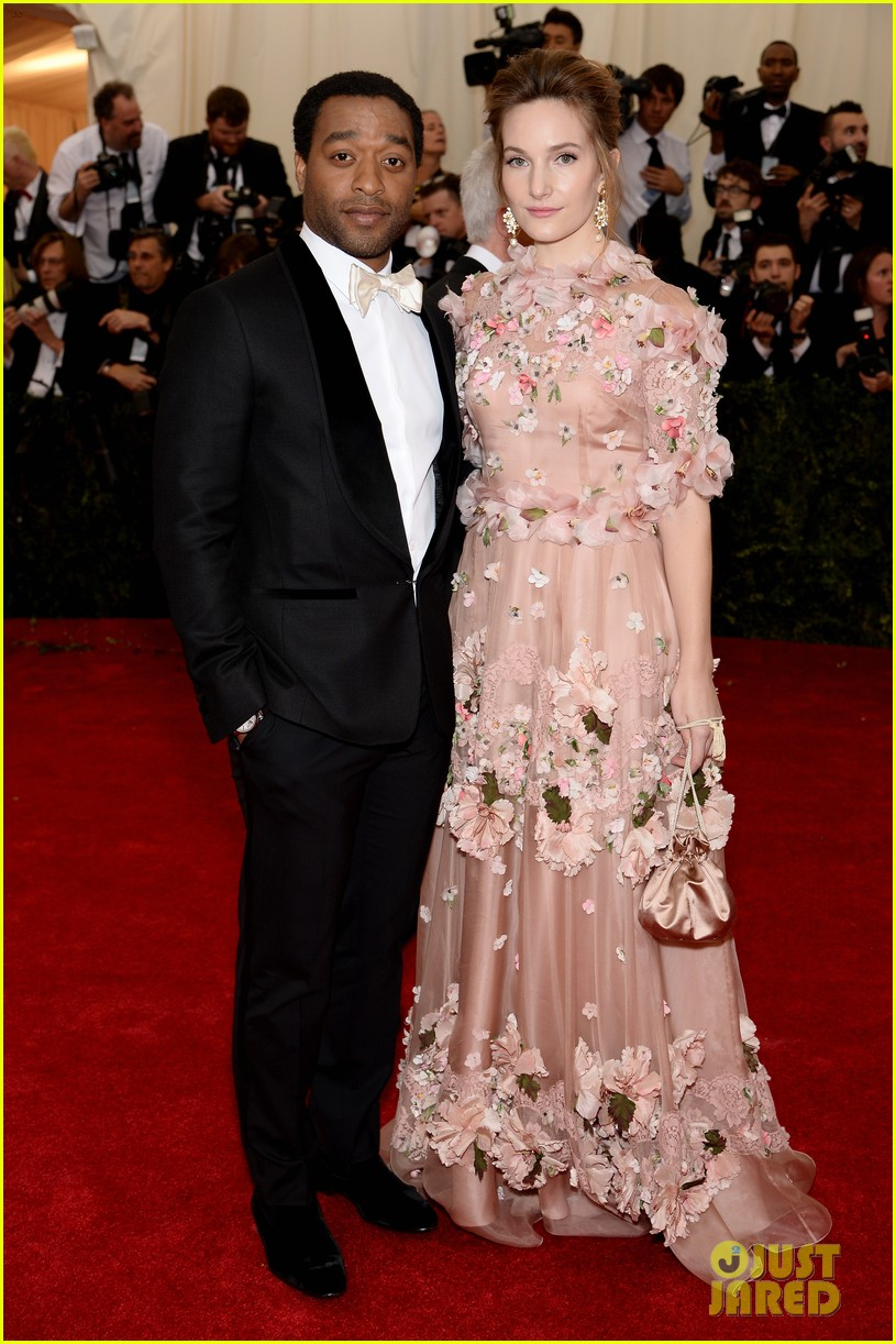 chiwetel ejiofor sari mercer 2014 met ball red carpet 033105981