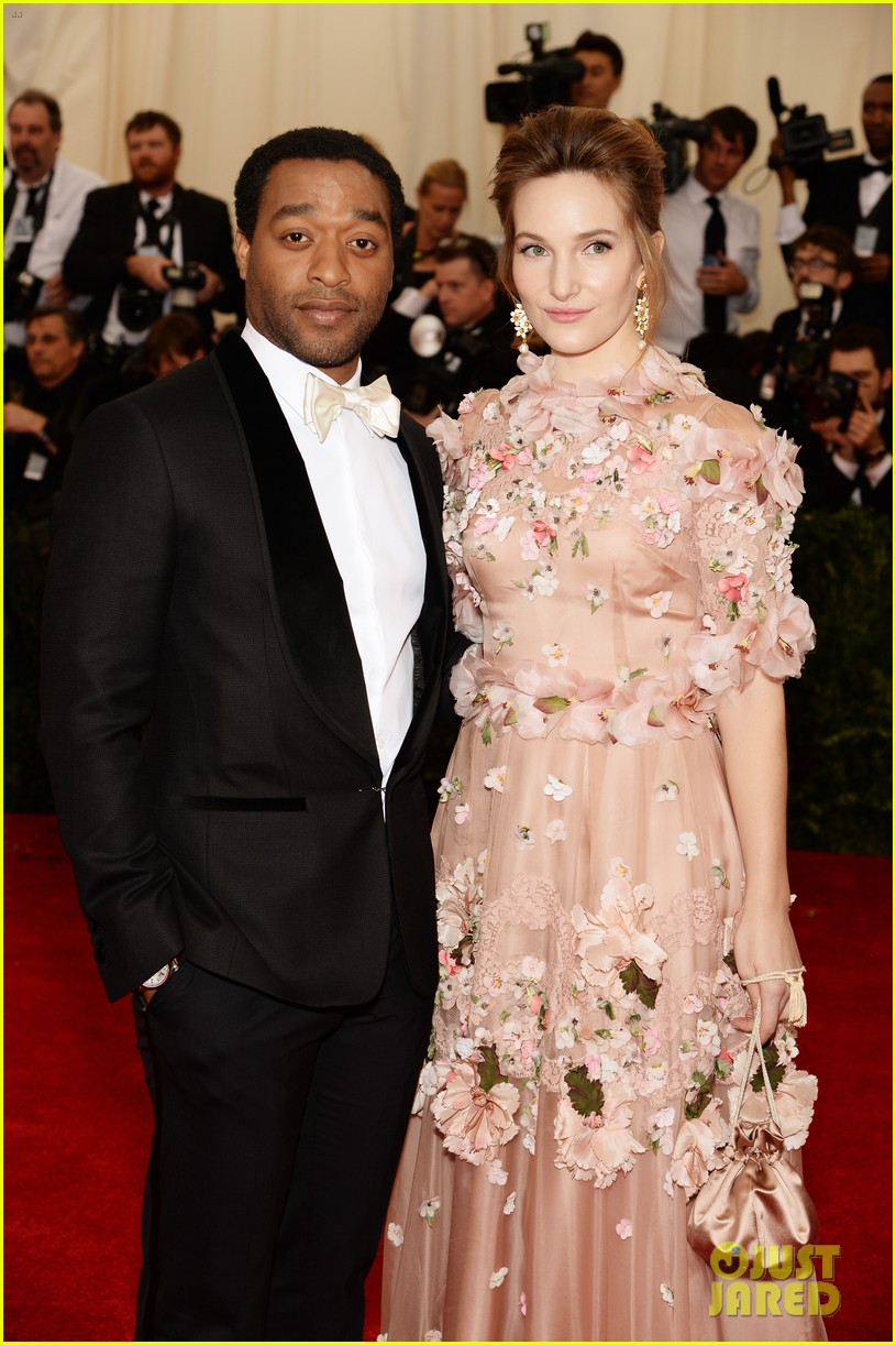 chiwetel ejiofor sari mercer 2014 met ball red carpet 053105983