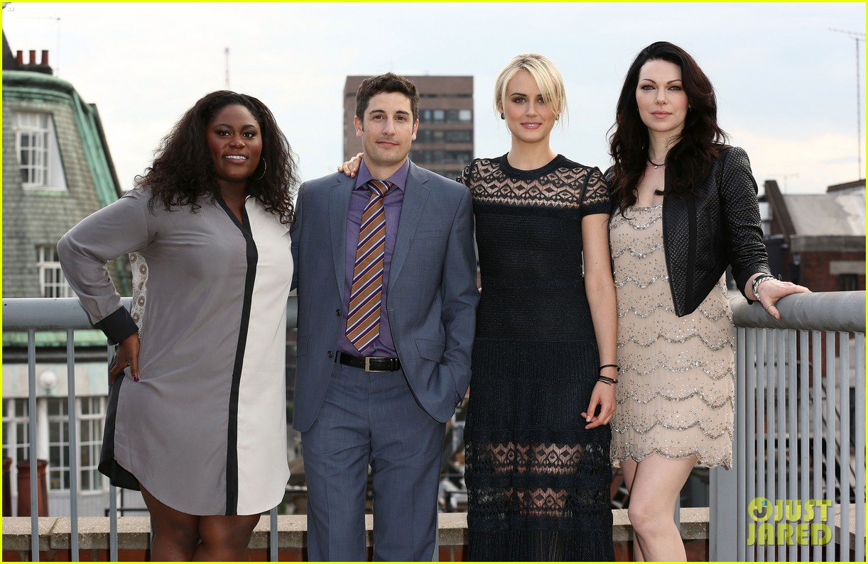 taylor schilling laura prepon are getting us super excited for orange is the new black 023123926