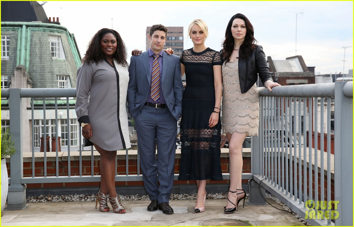 taylor schilling laura prepon are getting us super excited for orange is the new black 04