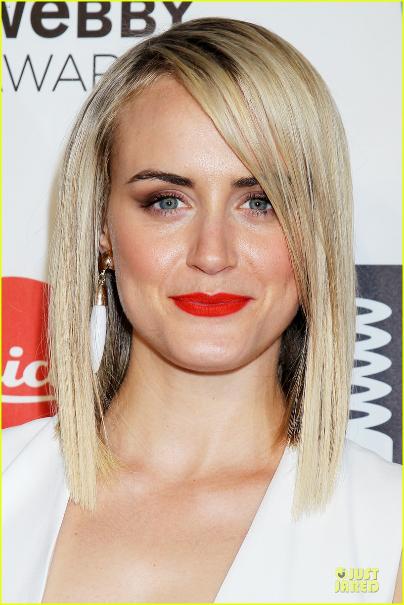 taylor schilling actress of the year at webby awards 073117811