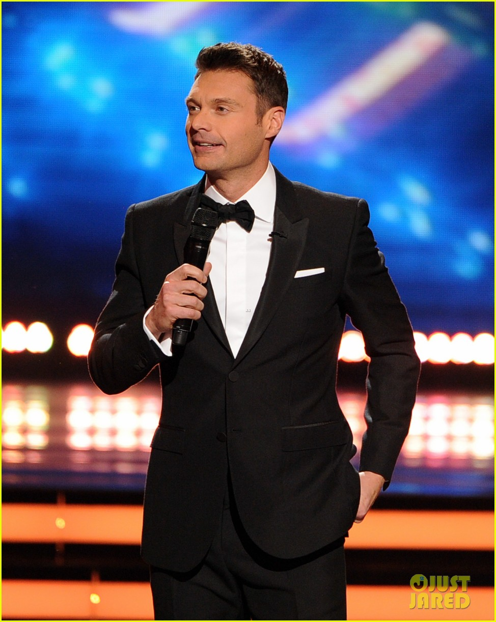 ryan seacrest sings on american idol finale watch now 013119363