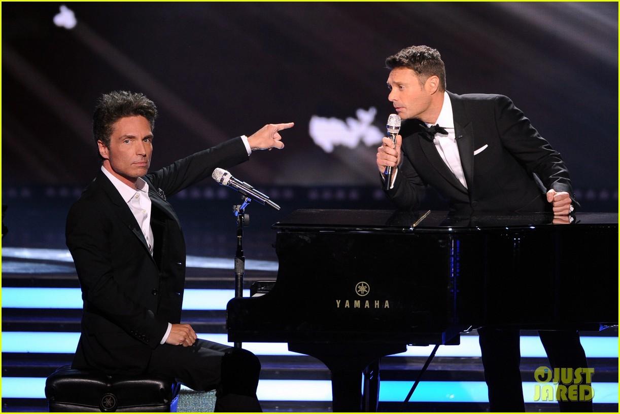 ryan seacrest sings on american idol finale watch now 043119366
