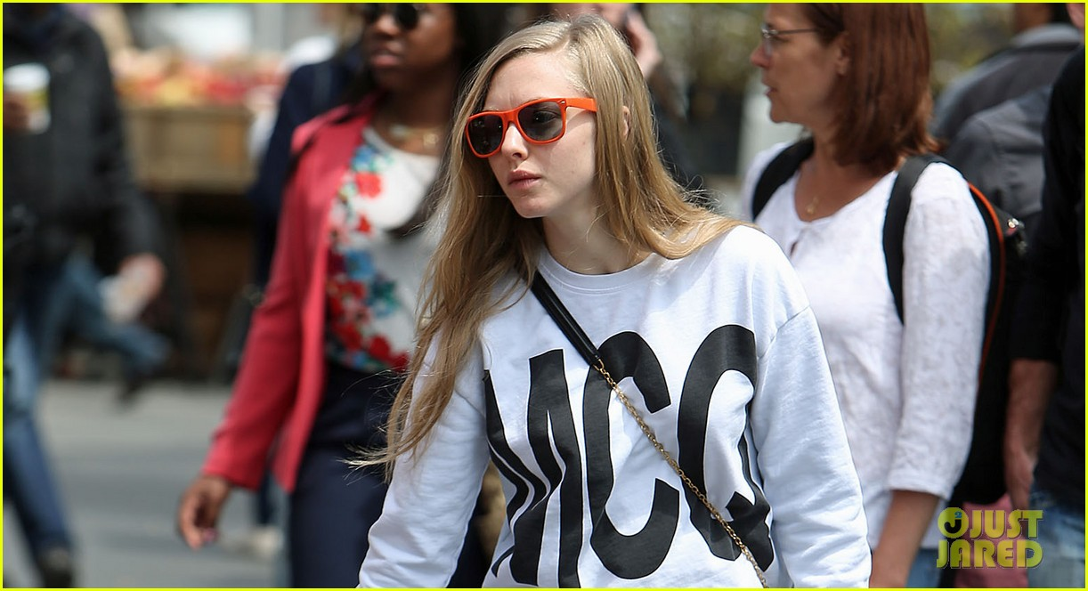 amanda seyfried is all about mcqueen on her dog walk 023108764