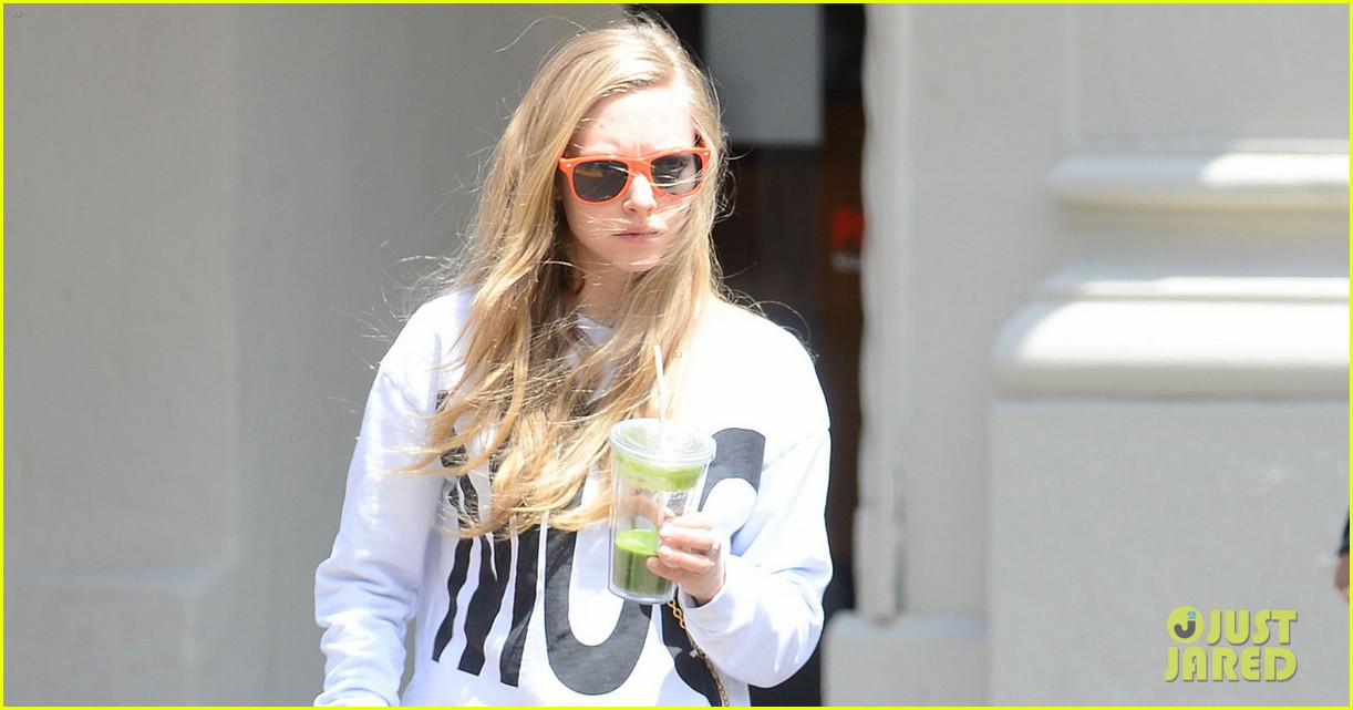amanda seyfried is all about mcqueen on her dog walk 043108766