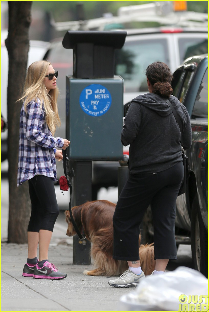 amanda seyfried treats herself to a spa day27