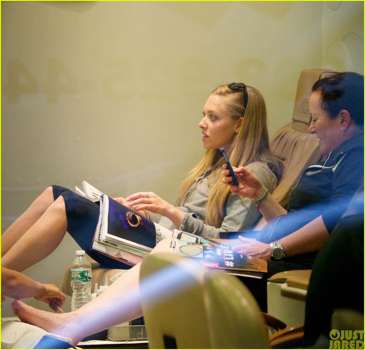 amanda seyfried treats herself to a spa day423120809