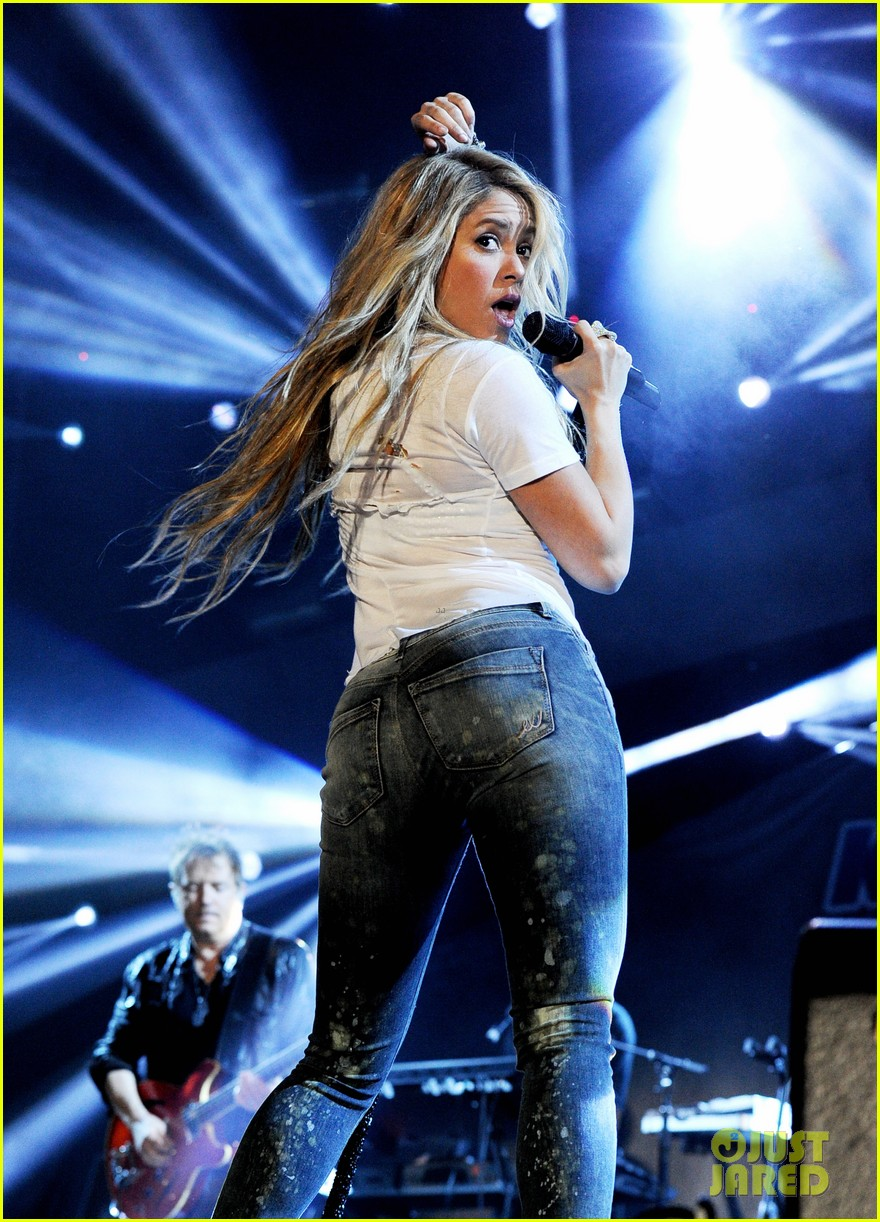 Shakira Rips It Up at ... Bruce Willis