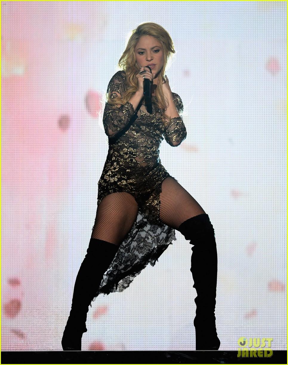 shakira performs billboard music awards 023116810