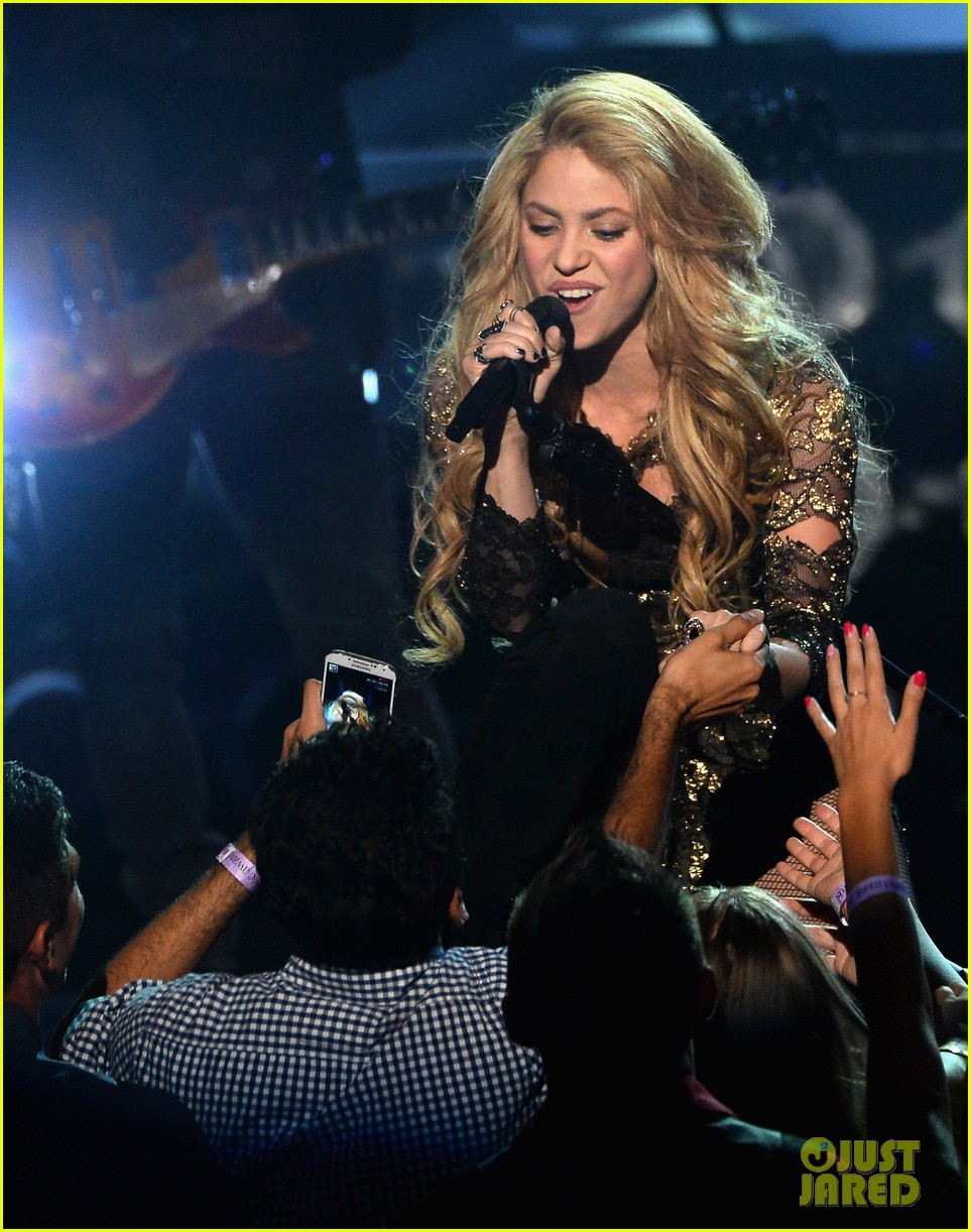shakira performs billboard music awards 053116813