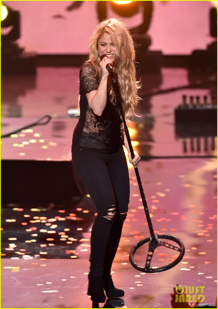 shakira iheartradio music awards 2014 013103516
