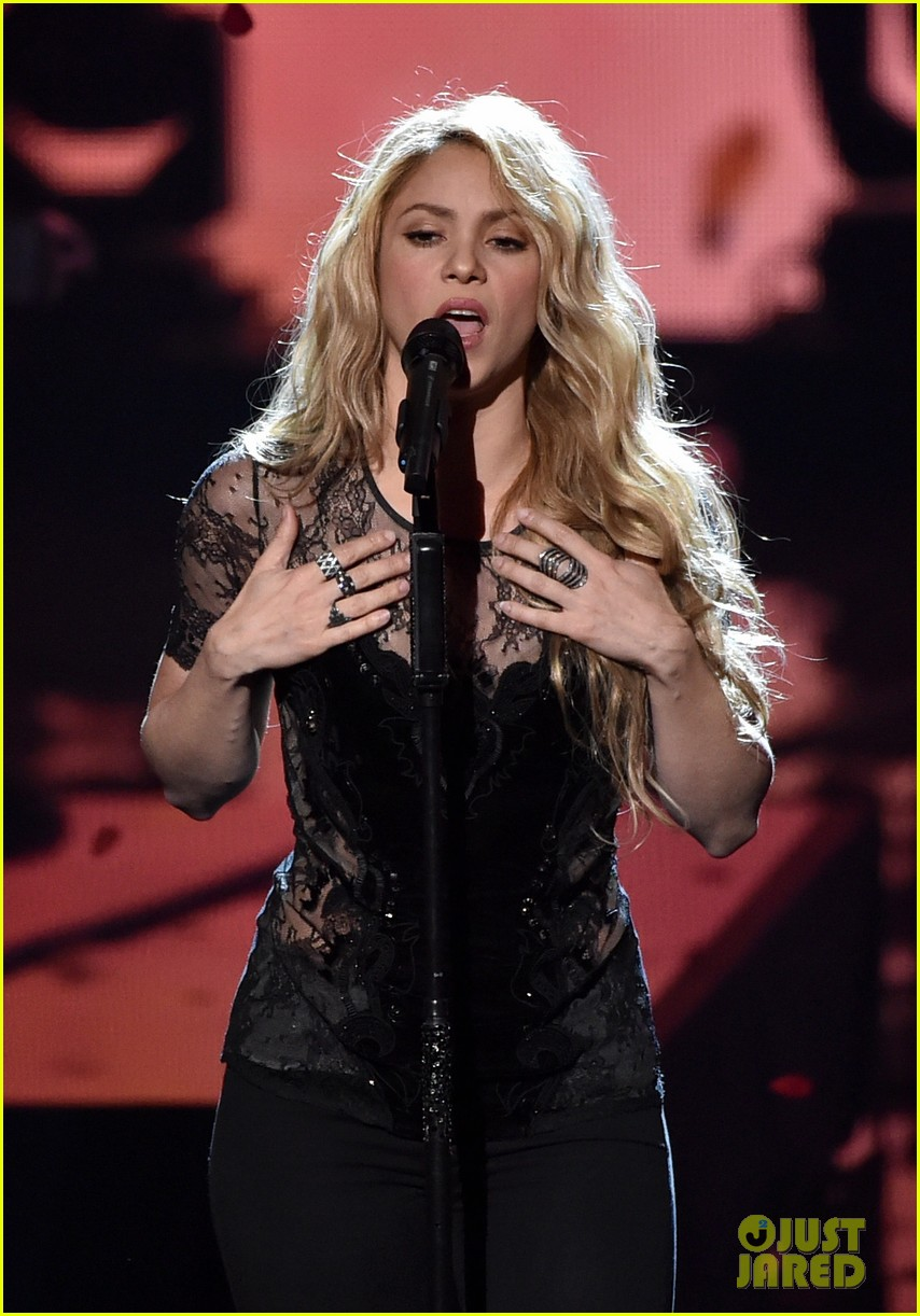 shakira iheartradio music awards 2014 083103523