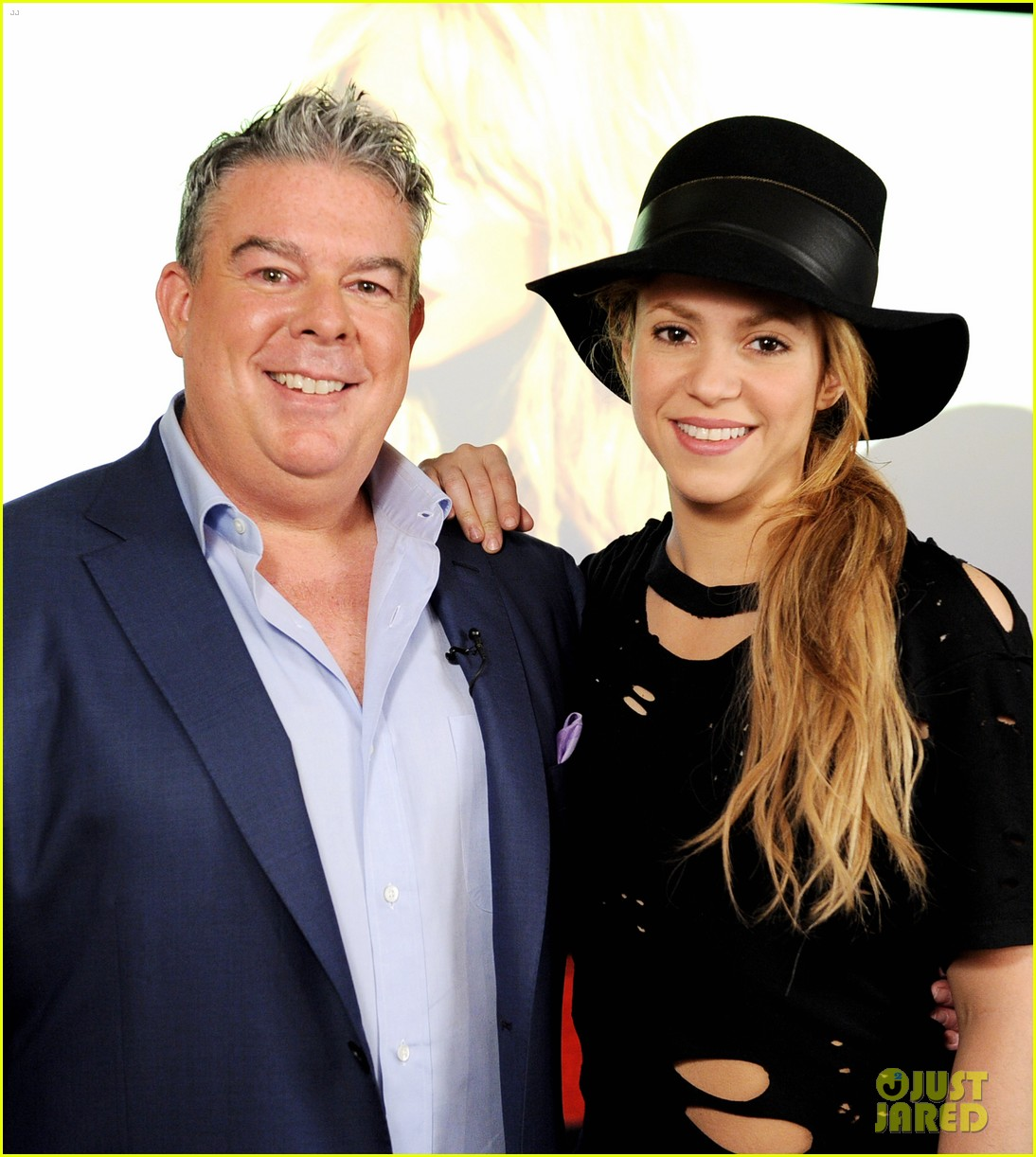shakira performs new song the one thing on the voice 013102823