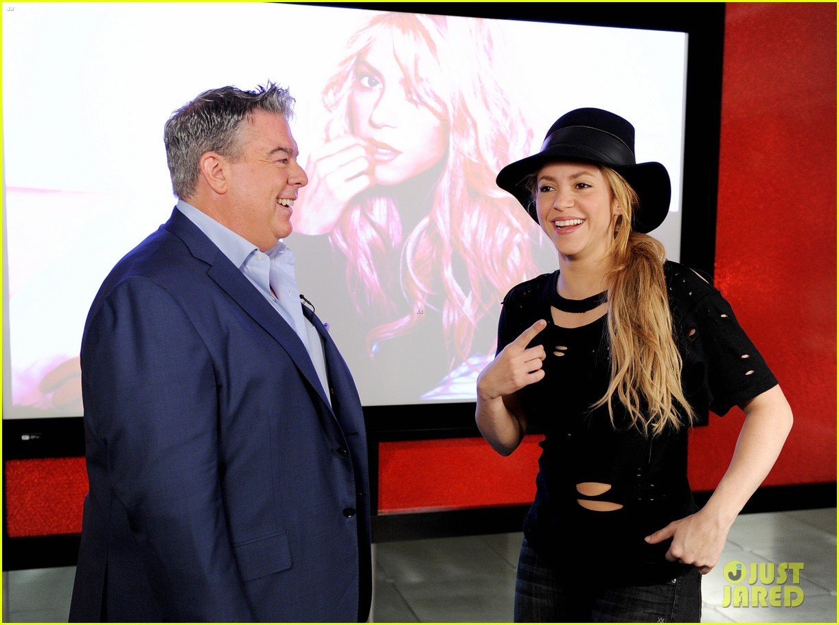 shakira performs new song the one thing on the voice 083102830