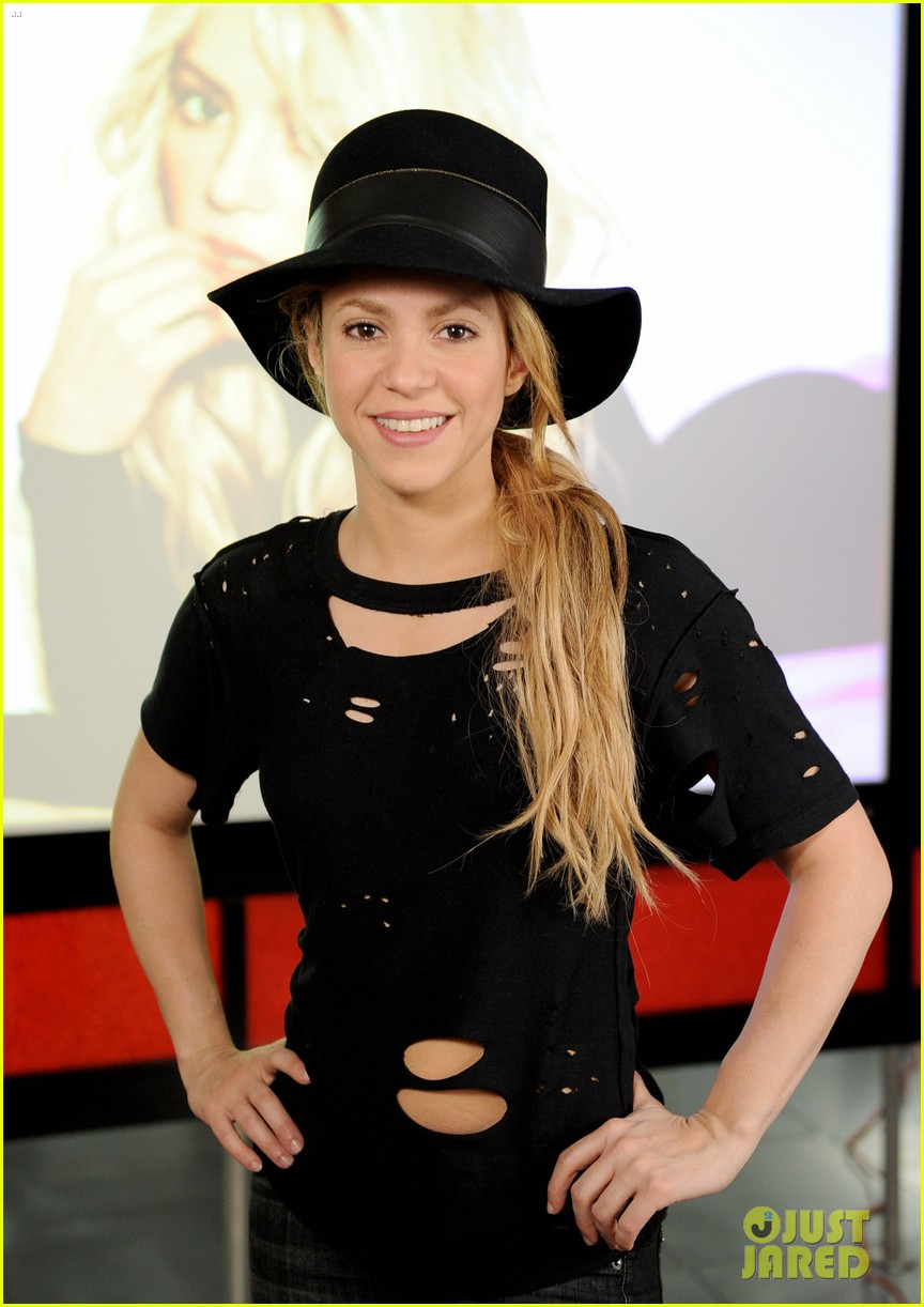 shakira performs new song the one thing on the voice 173102839