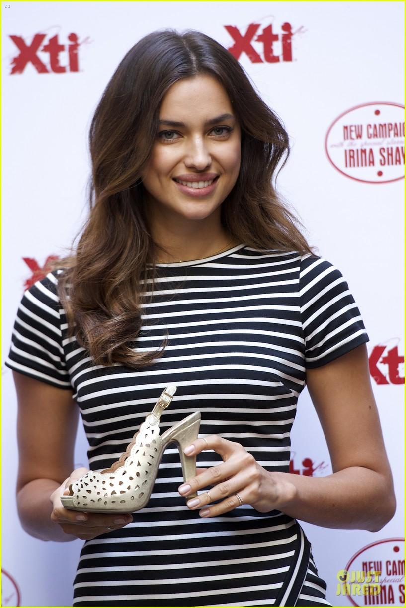 irina shayk stripingly amazing shoes 093109839
