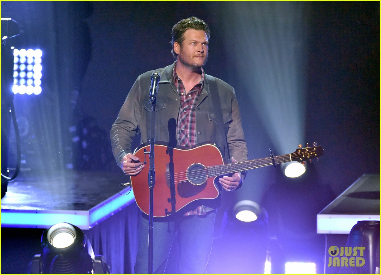 blake shelton iheartradio music awards 2014 063103654