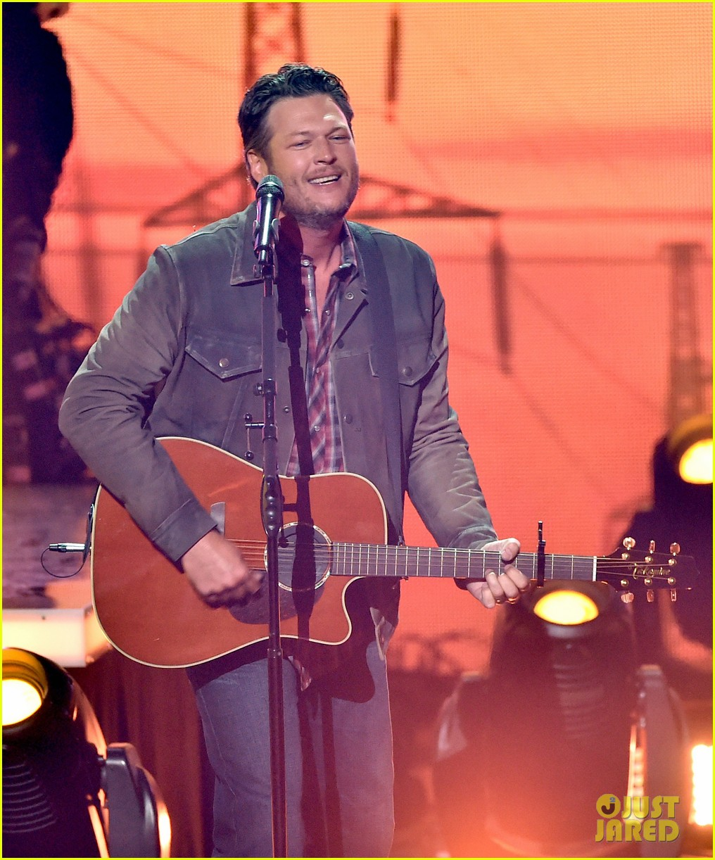 blake shelton iheartradio music awards 2014 083103656