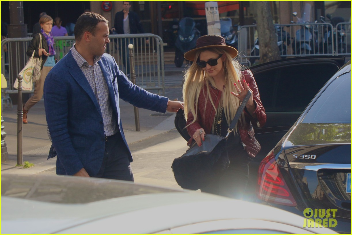ashlee simpson joins fiance evan ross in paris for mockingjay 063108278