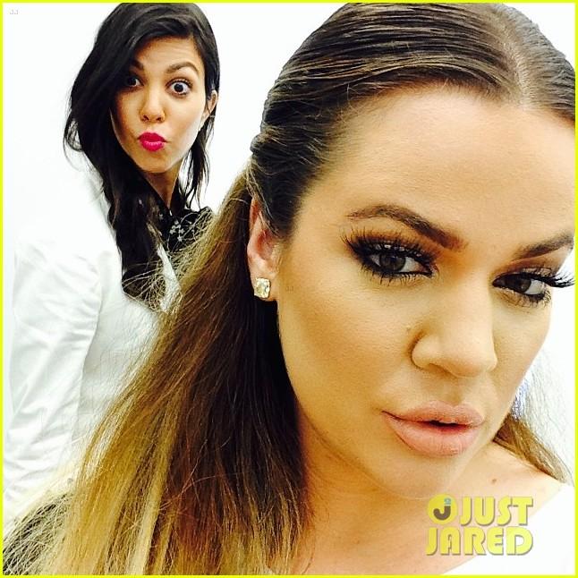 kardashian ladies snap selfies on glamorous shopping trip 023118974