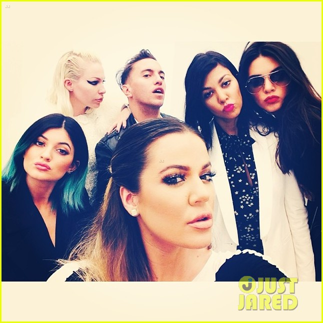 kardashian ladies snap selfies on glamorous shopping trip 063118978