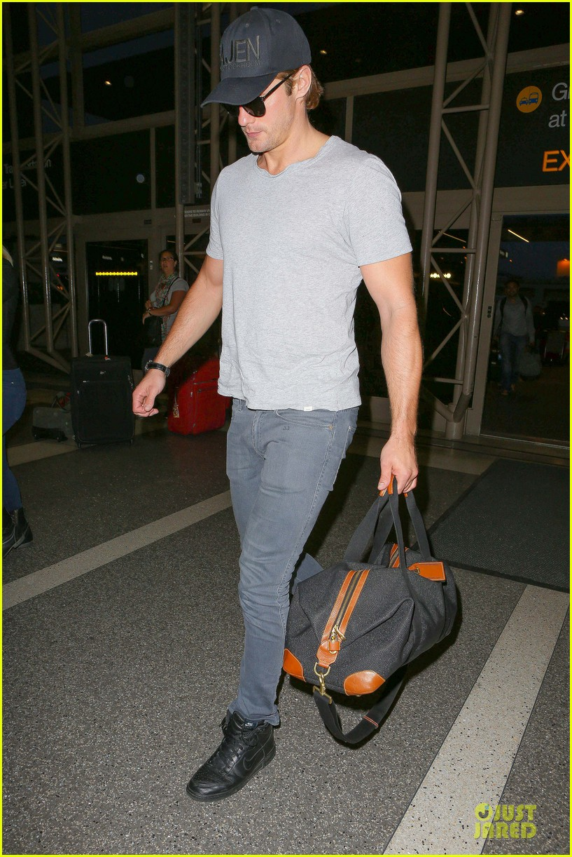 alexander skarsgard packs light lax departure 193120326