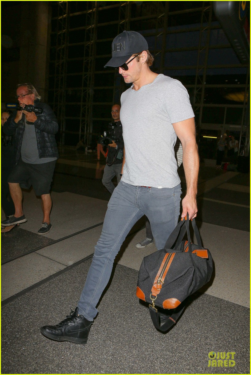 alexander skarsgard packs light lax departure 263120333