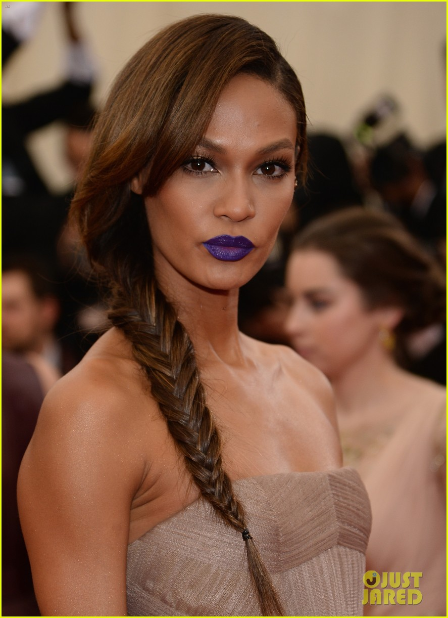 joan smalls met ball 2014 red carpet 06